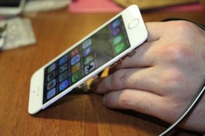 Как включить iPhone от блока питания