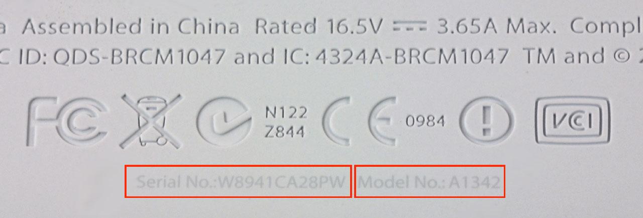 Серийный номер на резиновой нижней крышке  MacBook A1342